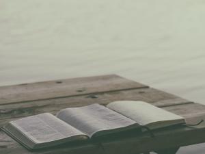 photo-bible-study-1476124861542-44354851e622